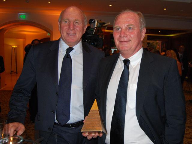 Goldene Sportpyramide Fc Bayern Manager Uli Hoeneß Wird Für Sein