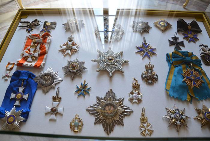 Sekt & glitzernde Orden auf Schloss Sanssouci gab es bei der Präsentation  ...