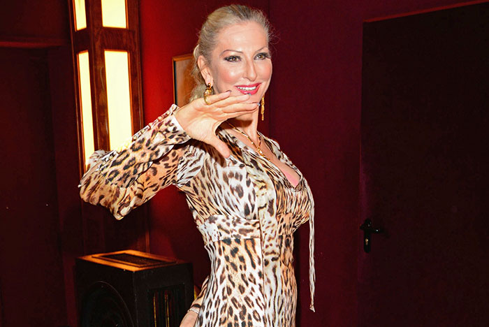 Desiree Nick lädt zu ihrer neuen Show Retro-Muschi ins