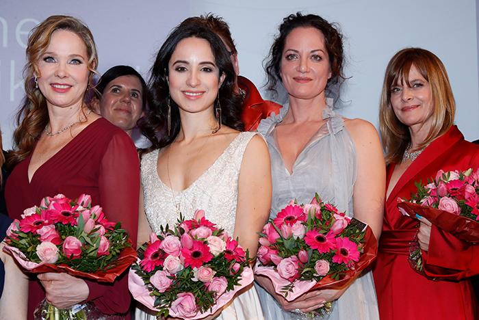 Kosmetik & Küche: Caroline Beil trägt ihren kugelrunden ...